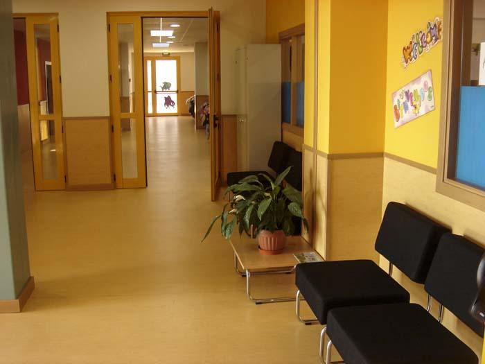 http://www.colegiotempranales.com/images/tempranales/centro/edificio/Cole_030.jpg