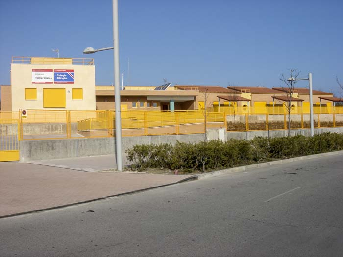 http://www.colegiotempranales.com/images/tempranales/centro/edificio/Cole_040.jpg