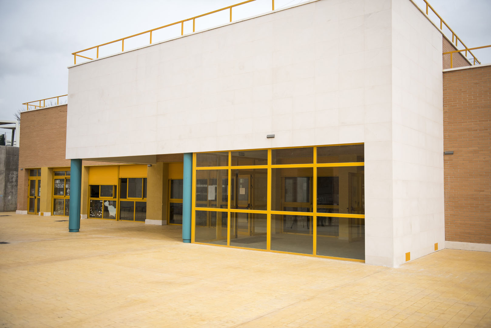 http://www.colegiotempranales.com/images/tempranales/centro/galeria/Comedor1.jpg