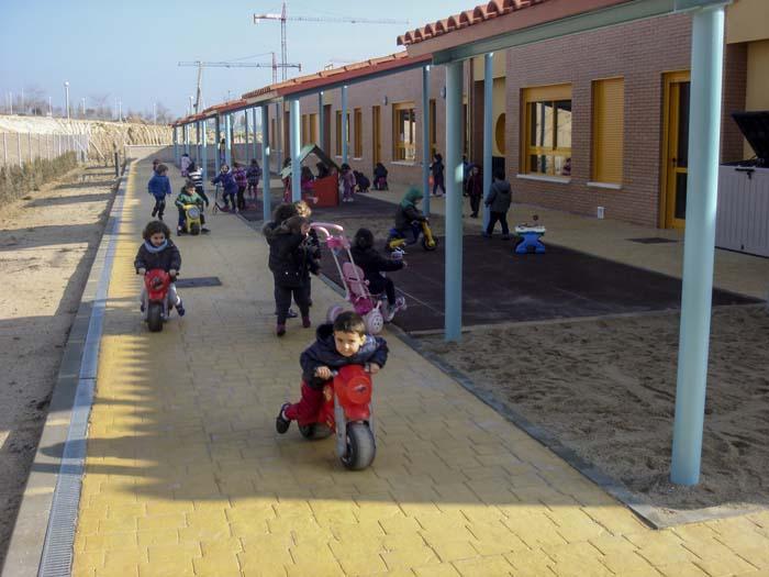 http://www.colegiotempranales.com/images/tempranales/centro/patios/Cole_049.jpg